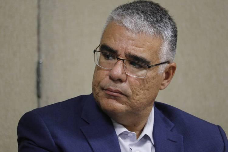 """Senador Luiz Eduardo Girão pede que se discuta mais profundamente a chamada """"Lei das Fake News"""" (Foto: MAURI MELO/O POVO)"""