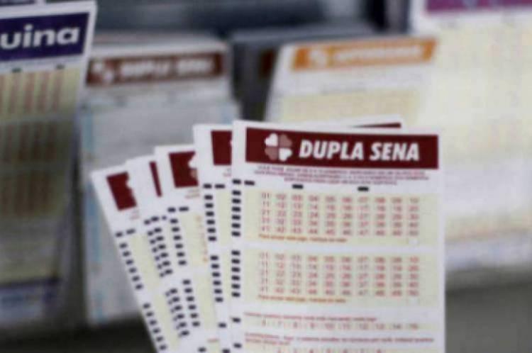 O resultado da Dupla-Sena Concurso 2054 será divulgado na noite de hoje, sábado, 22 de fevereiro. O valor do prêmio está estimado em R$ 5 milhões
