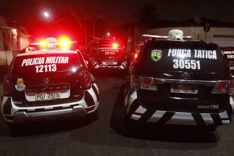 FORTALEZA, CE, BRASIL, 22-02-2020: Pneus de viaturas secos em frente ao 18º Batalhão de Polícia Militar. Antônio Bezerra, Fortaleza. (BÁRBARA MOIRA/ O POVO) (Foto: BÁRBARA MOIRA)