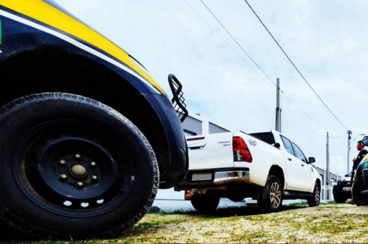 Agentes da PRF conseguiram recuperar veículos roubados. Foto: Divulgação/ PRF