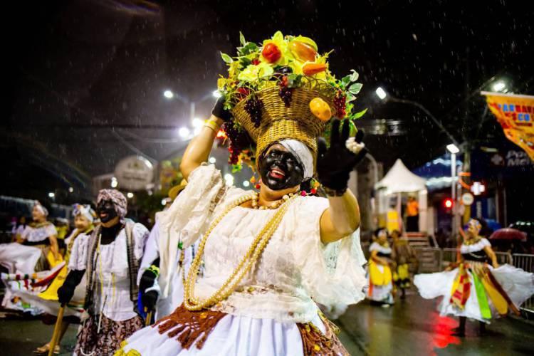Maracatu Solar no primeiro dia de desfiles da Avenida Domingos Olímpio no carnaval de 2020. Pingo de Fortaleza irá ministrar aula no projeto da Secultfor (Foto: Aurelio Alves/O POVO)