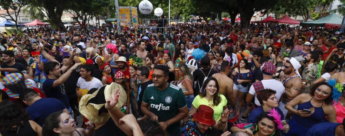 Festa de Carnaval em Fortaleza na Gentilândia: nove blocos só irão à rua se houver vacina disponível à população (Foto: DEÍSA GARCÊZ/Especial para O POVO)