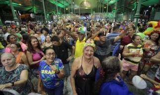 FORTALEZA, CEARÁ, BRASIL, 25-02-2020: Foliões durante o carnaval, no Mercado dos da Aerolândia. Carnaval de Fortaleza. (Fco Fontenele/O POVO)