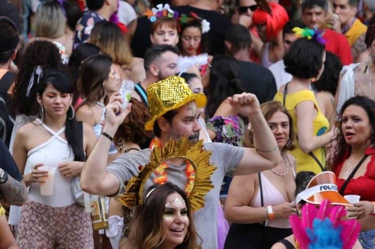 Para quem dançou e pulou muito neste carnaval, o ortopedista Tiago Gomes, da Sociedade Brasileira de Ortopedia e Traumatologia do Ceará (SBOT-CE), alerta sobre as lesões articulares.
