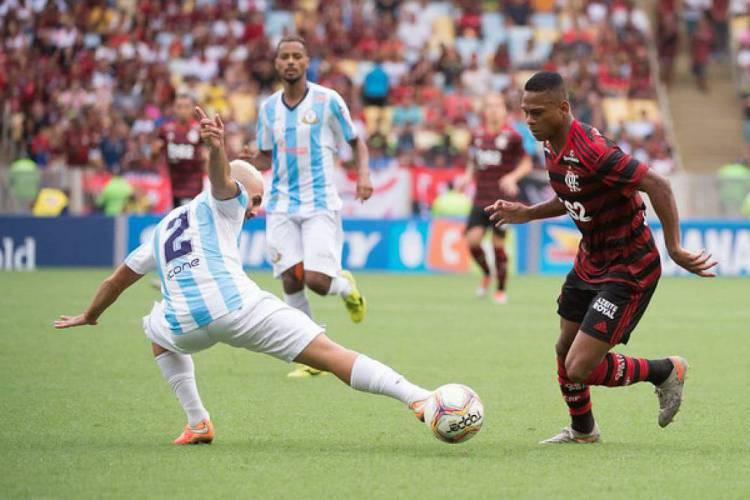 Time Sub-17 do Flamengo em campo no ano passado. Rubro-Negro enfrenta hoje o Atlético-MG pelo Brasileiro Sub-17, em jogo terá transmissão ao vivo na TV; veja onde assistir (Foto: ALEXANDRE VIDAL/FLAMENGO)