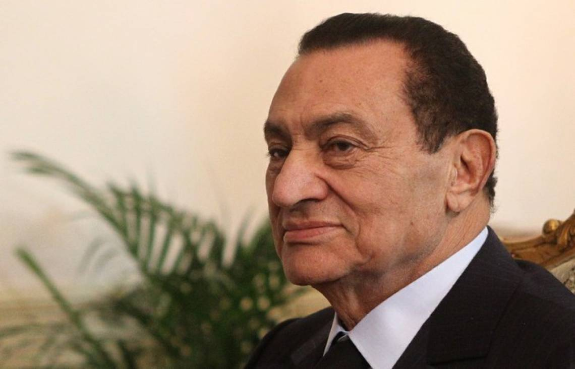 (FILES) A file photo taken on September 29, 2010 shows Egyptian President Hosni Mubarak during a meeting with US Central Command General James Mattis at the presidential palace in Cairo. - Egypt's former long-time president Hosni Mubarak died on February 25, 2020, at the age 91 at Cairo's Galaa military hospital, his brother-in-law General Mounir Thabet told AFP. (Photo by Khaled DESOUKI / AFP)