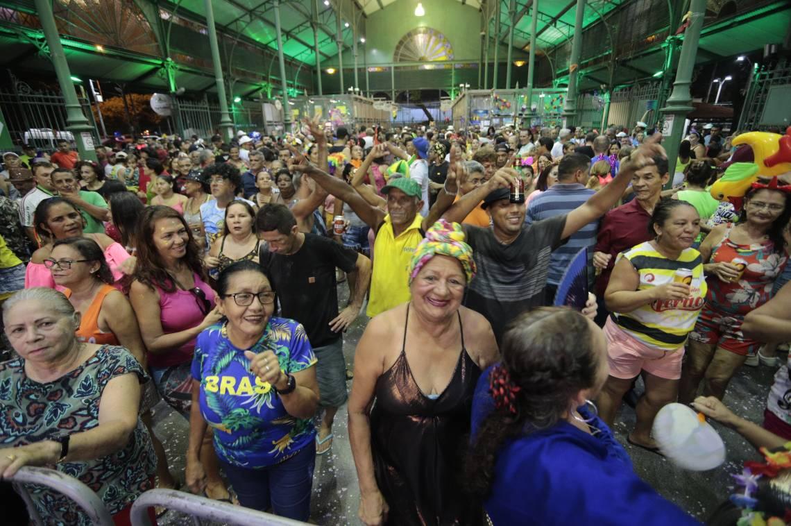 Fortaleza, Ceará, Brasil 25.02.2020 - CARNAVAL  2020 Foliões em festa no Mercado da Aerolândia (Fco Fontenele/OPOVO