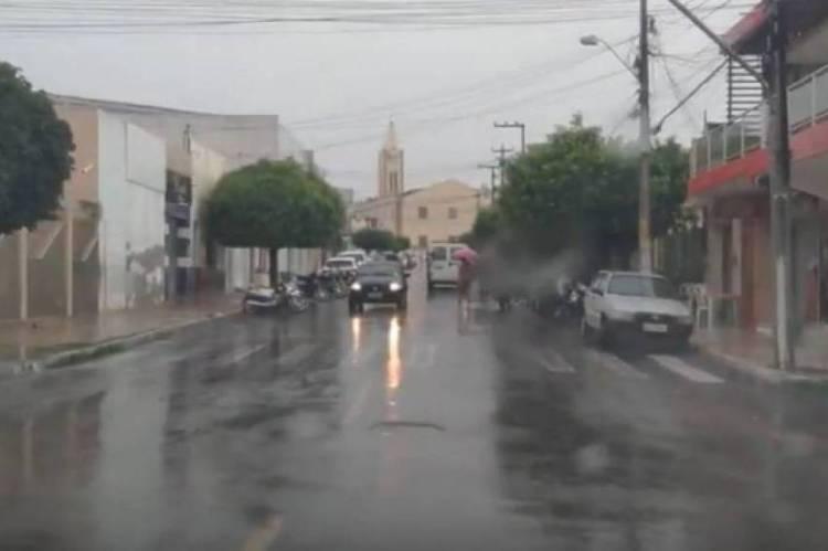 No Interior, as chuvas ocorrem em várias regiões