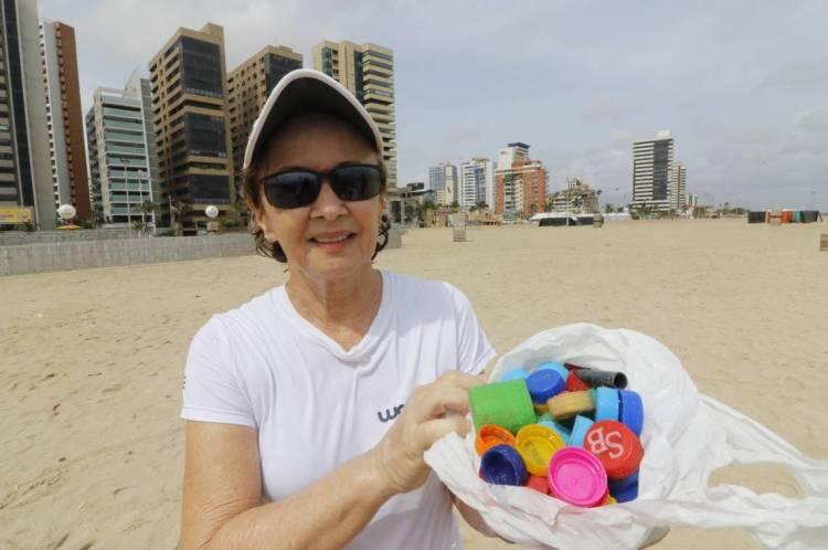 Valéria Melo, 64 anos, correu e recolheu tampinhas de garrafa na manhã desta quarta-feira, 26.