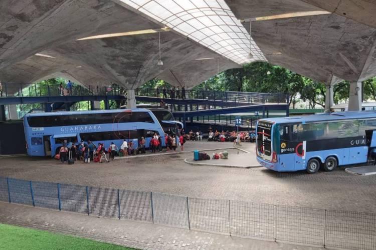 Movimentação é de fortalezenses retornando de outras cidades e de turistas partindo (Foto: Ismia Kariny/Especial para O POVO)