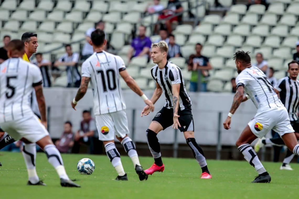 Alvinegro cedeu gol de empate no final e saiu de campo com sabor amargo.
