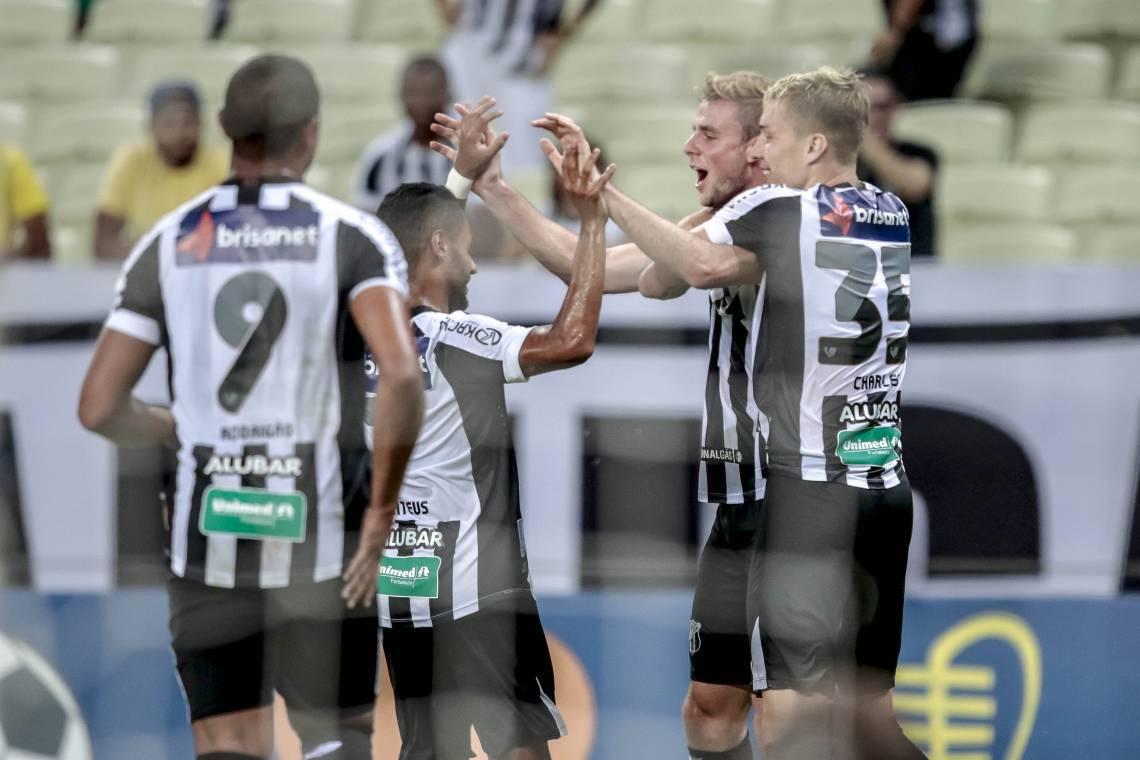 Jogadores do Ceará comemoram gol contra o Botafogo-PB (Foto: Aurelio Alves/O POVO)..