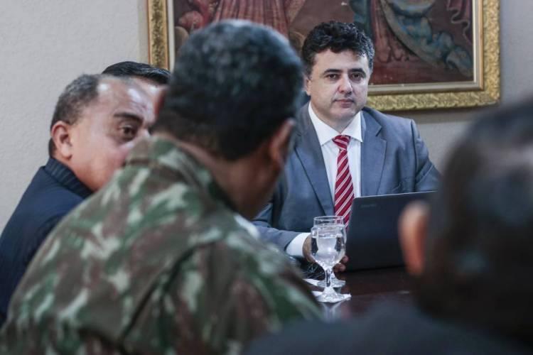 Reunião da comissão formada por representantes dos três poderes, no Ministério Público do Estado do Ceará ocorreu na manhã desta quinta-feira, 27 (Foto: Thais Mesquita)