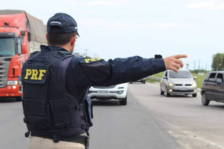 Operação visou aumentar a fiscalização e a segurança das pessoas que transitaram durante as rodovias federais no Ceará no último fim de semana. (Foto: Divulgação/PRF)
