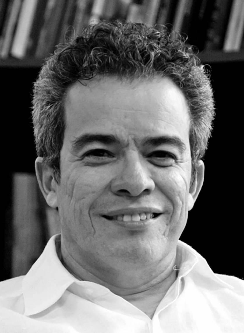 Fabiano dos Santos Piúba Gestor cultural, poeta, historiador, doutor em Educação e secretário da Cultura do Estado do Ceará