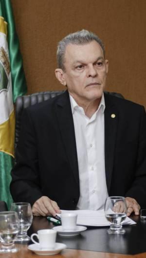 FORTALEZA, CE, BRASIL,28-02-2020: José Sarto. Deputados  se reúnem após Camilo enviar PEC à Assembleia que proíbe concessão de anistia a policiais amotinados. (Foto: Beatriz Boblitz/ O POVO)