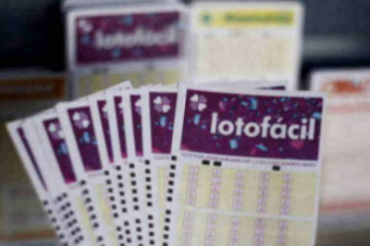 O sorteio da Lotofácil Concurso 1934 foi divulgado na noite desta sexta-feira, 28 de fevereiro (28/02). O prêmio estava estimado em R$ 2,5 milhões