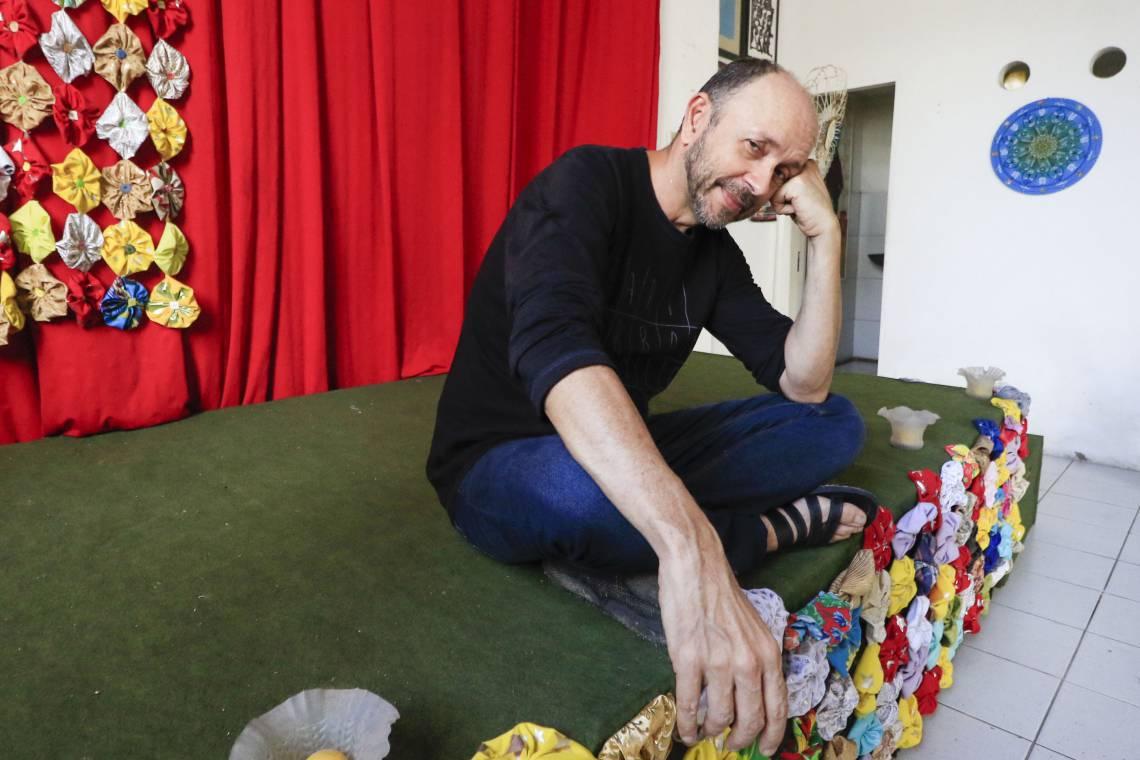 Ator e diretor Carri Costa, proprietário do Teatro da Praia