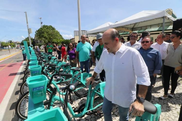 Primeira etapa da expansão do Bicicletar é finalizada nesta terça-feira, 5; Sete novas estações foram entregues hoje pelo prefeito Roberto Cláudio  (Foto: FÁBIO LIMA/O POVO)