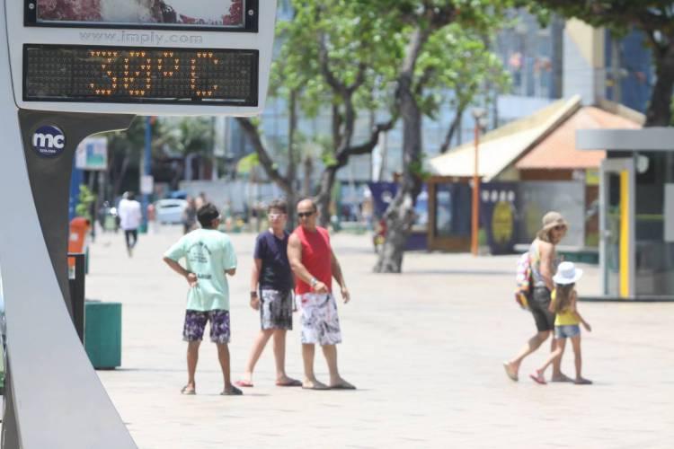 Sensação térmica está elevada na Capital, mas temperaturas estão dentro da média para esta época do ano (Foto: Evilázio Bezerra em 22.01.2015)