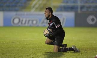 Goleiro Nícolas durante partida entre Ferroviário e Fortaleza, pelo Campeonato Cearense 2020, no estádio Presidente Vargas