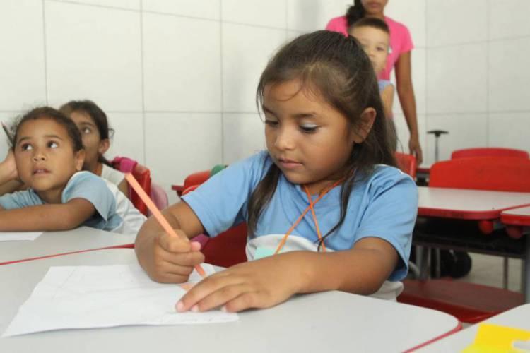 Todas as atividades escolares de 2020 da rede municipal seguem de forma remota, o que deve continuar em 2021 até segunda ordem de autoridades sanitárias (Foto: Mauri Melo )