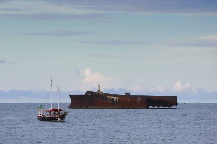 Fortaleza, Ceará, Brasil 05.03.2020 - Mara Hope, navio petroleiro que naufragou na costa da cidade de Fortaleza, no dia 6 de março de 1985, , sendo atualmente uma atração turística da cidade (Fco Fontenele/ OPOVO)