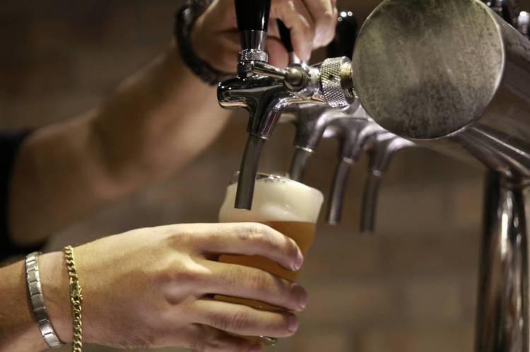 Fechamento de bares em virtude de decretos contra o coronavírus afetou o mercado de bebidas alcoólicas