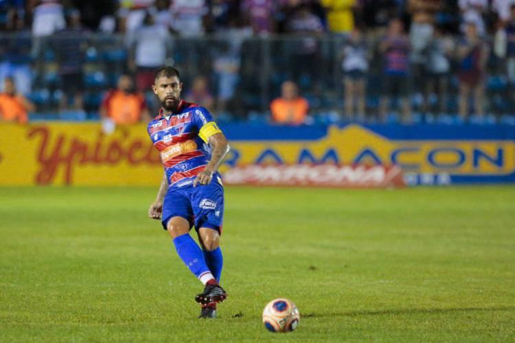 Quintero é dúvida para enfrentar o Ceará na final do Cearense (Foto: JÚLIO CAESAR)