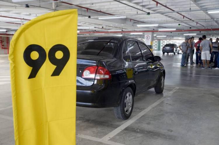 FORTALEZA, CE, BRASIL; Nove motoristas reportaram terem carros apreendidos devido a descredenciamento do aplicativo na Capital