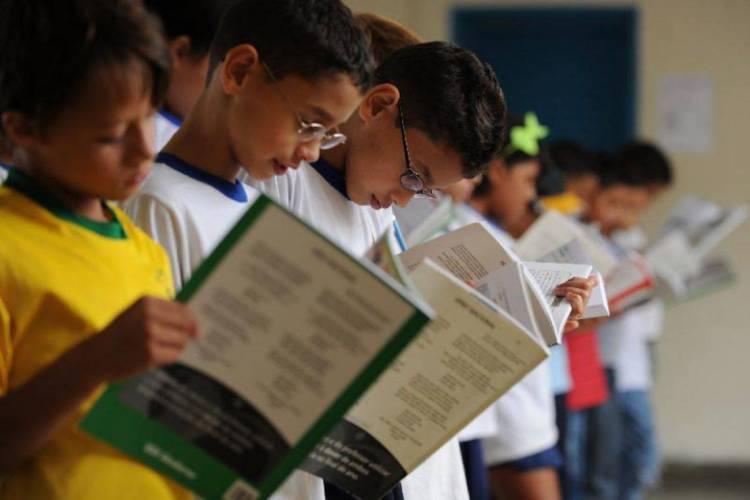 A alfabetização na idade certa é um dos elementos principais para o combate a problemas sociais (Foto: Marcello Casal Jr/Agencia Brasil)