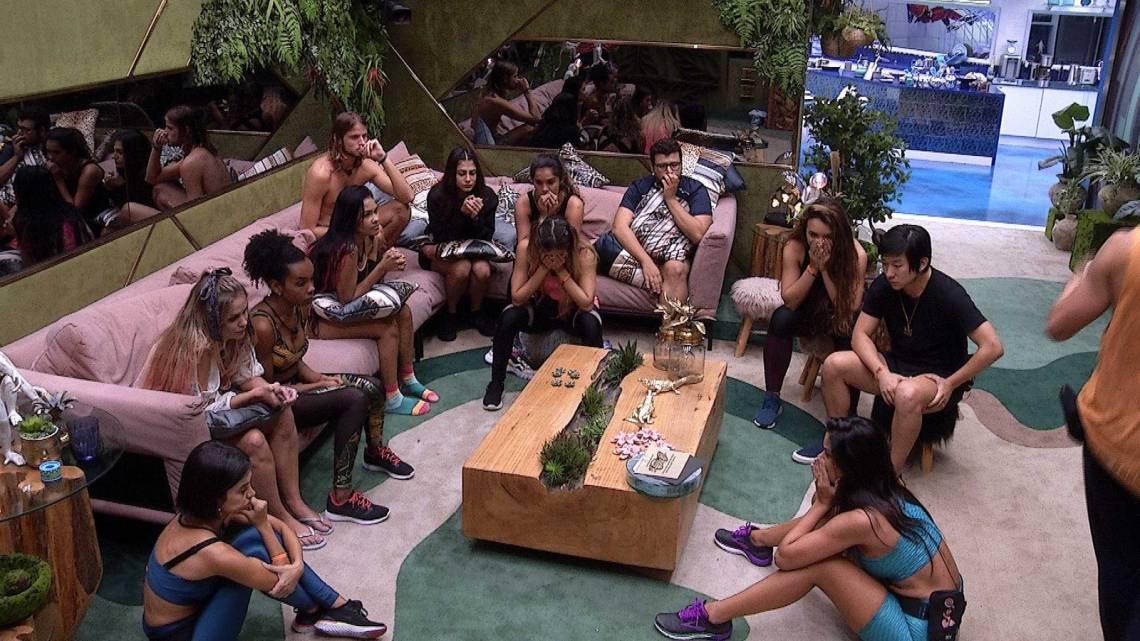 Tradicionalmente, a Globo não revela aos participantes nada do que acontece no mundo externo.