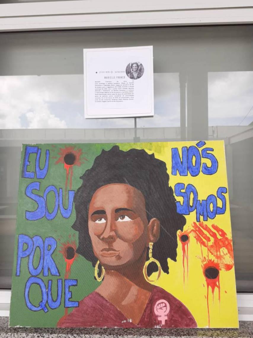 Quadro de Marielle Franco. Pinturas foram feitas por alunos do colégio Adauto Bezerra