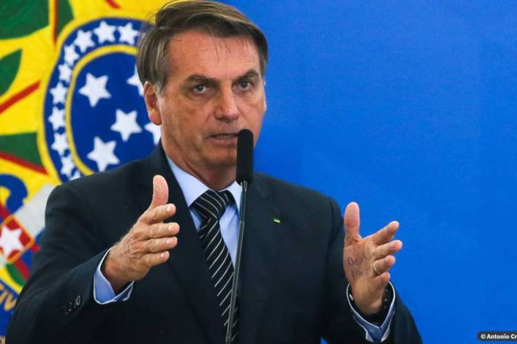 """Em vídeo publicado pelo deputado federal Eduardo Bolsonaro (PSL-SP) no Twitter, o presidente disse que a manifestação é """"espontânea"""" e """"pró-Brasil"""", e não contra o Congresso ou o Judiciário"""