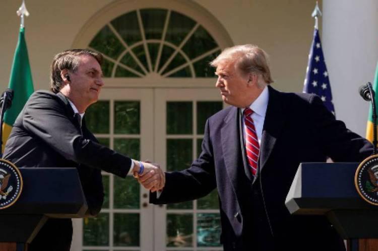 Bolsonaro e Trump durante o encontro no início de março