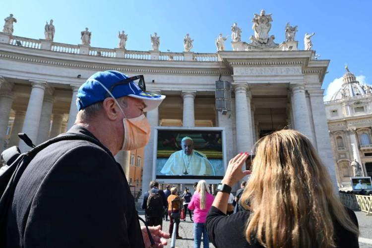 A Praça São Pedro também será reaberta para o público  (Foto: Alberto PIZZOLI / AFP)