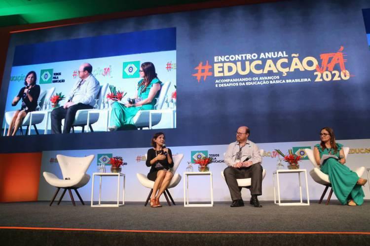 IZOLDA CELA (à esquerda) participou do evento organizado pela ONG Todos pela Educação, em Brasília