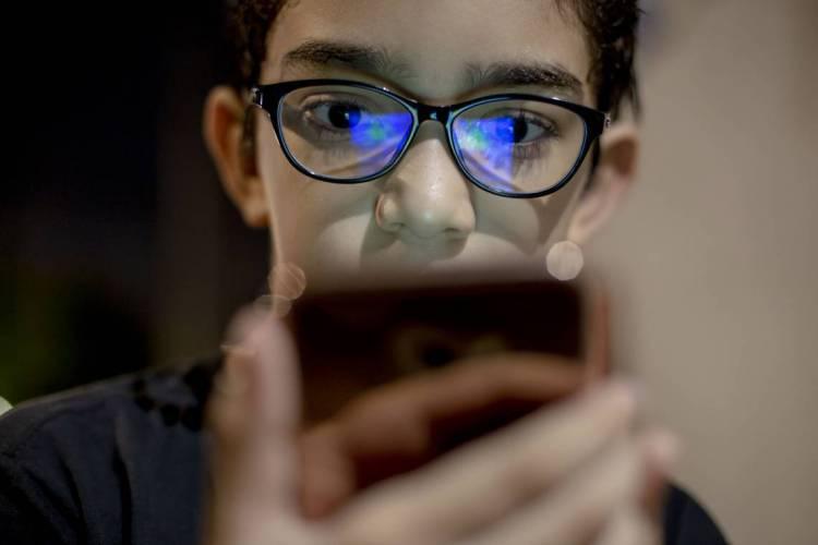 Em relação aos dispositivos usados para o acesso, o celular é o principal. (Foto: Aurelio Alves/O POVO)