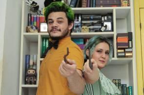 HYAGO Viana montou um ateliê para a producão de varinhas da Hocus Pocus