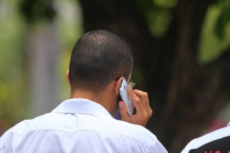 TIM e Vivo sinalizam interesse na compra da parte móvel da oi; Cade tem preocupações com a redução da concorrência no setor