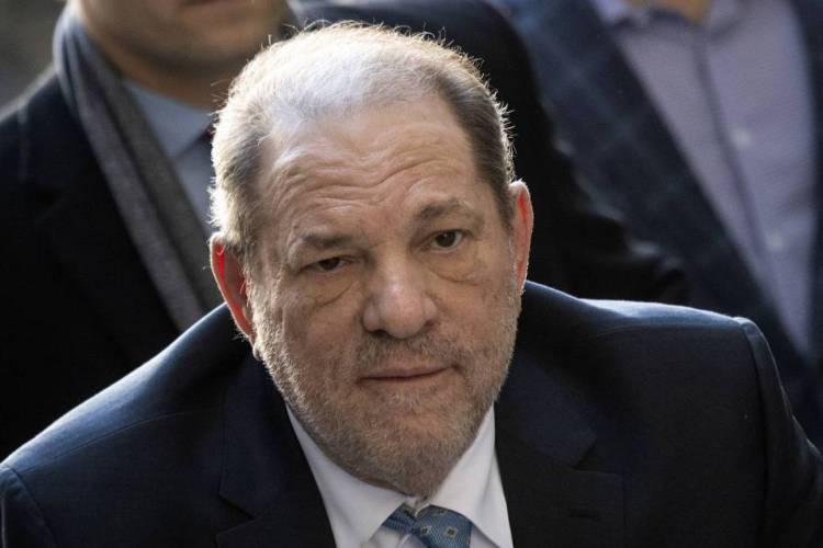 Weinstein foi condenado a 23 anos de prisão por estupro e agressão sexual (Foto: Johannes EISELE / AFP)
