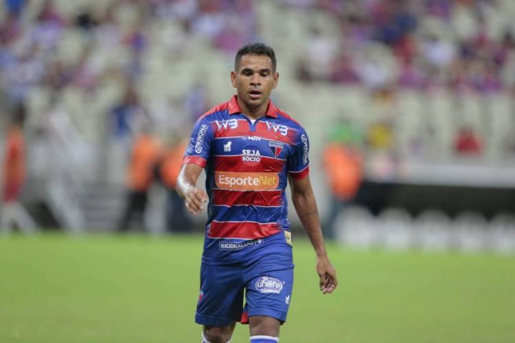Ederson, atacante do Fortaleza (Foto: Júlio Caesar / O POVO)