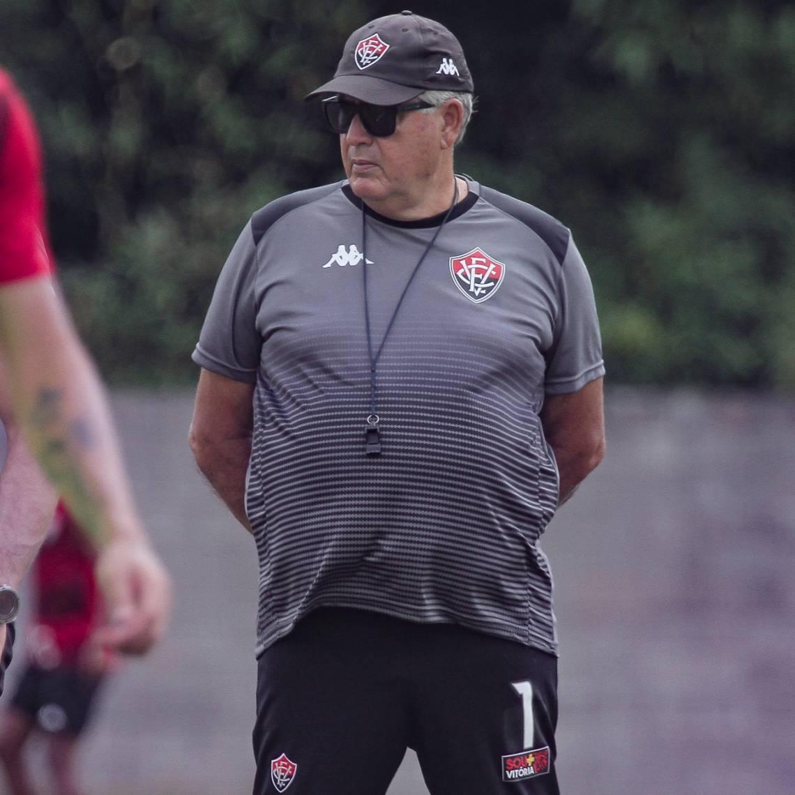 Geninho é o atual treinador do Vitória, próximo adversário do Ceará na Copa do Brasil