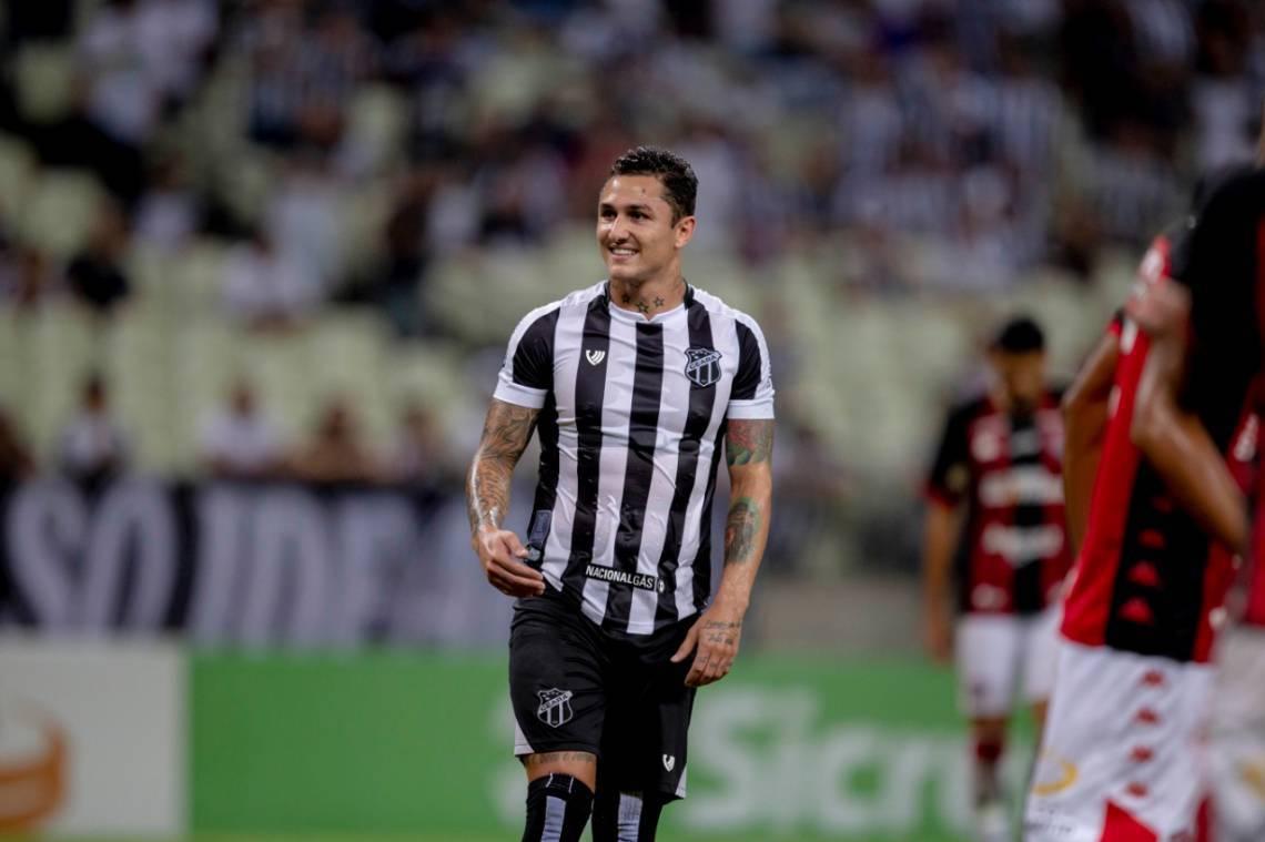 Vina participou da partida entre Ceará e Vitória na Arena Castelão pela Copa do Brasil.