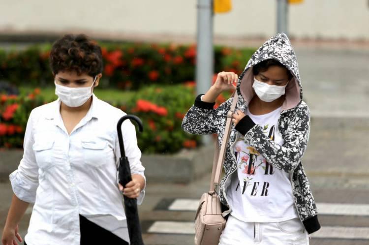 Em Fortaleza, já pode-se ver pessoas de máscara pelas ruas da cidade