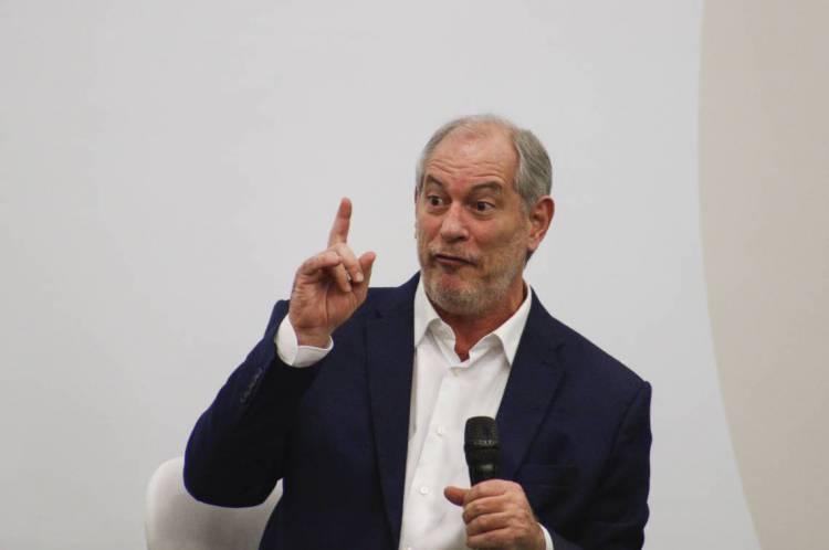 Ciro criticou MP do presidente, publicada em edição extra do Diário Oficial da União