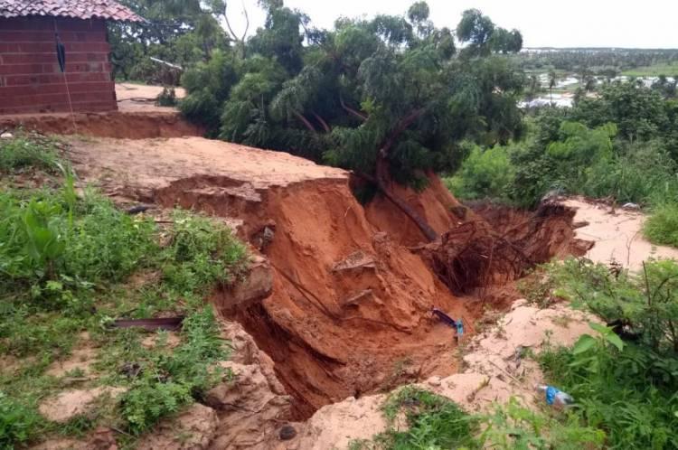 Vila Chico Dantas tem registro de deslizamento de terra causado por fortes chuvas