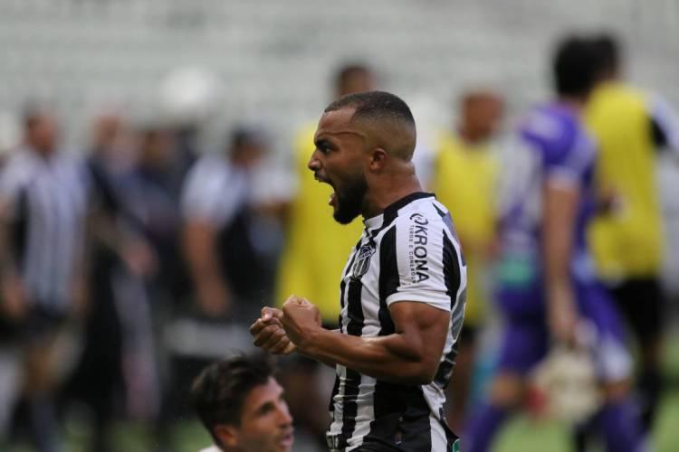Samuel Xavier é o jogador de linha que mais atuou na temporada de 2020  (Foto: FÁBIO LIMA/O POVO)