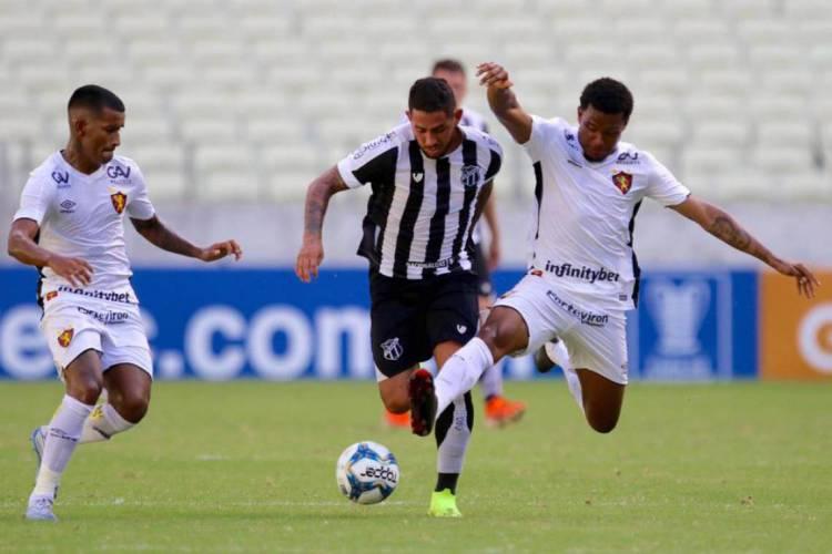 Leandro Carvalho foi decisivo na última partida do Ceará diante do Sport, antes da paralisação do futebol (Foto: Fábio Lima)
