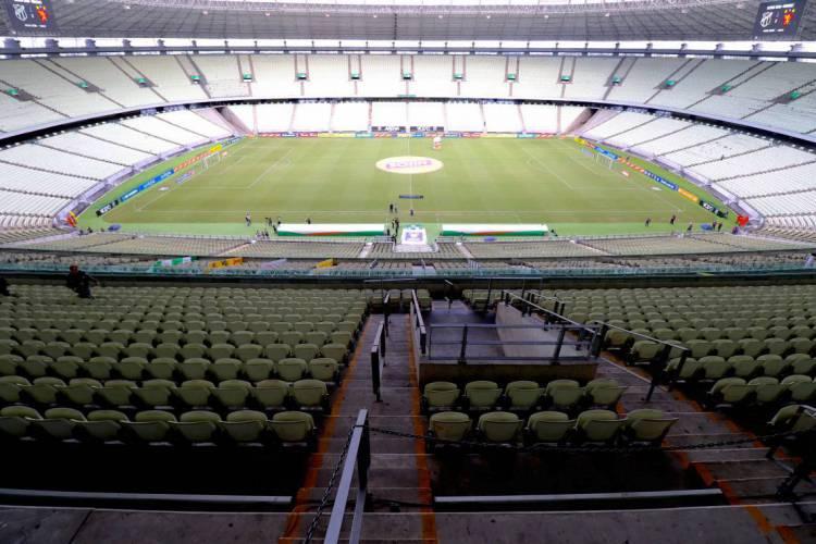 Jogos de futebol profissional permanecem liberados em Fortaleza (Foto: FÁBIO LIMA/O POVO)